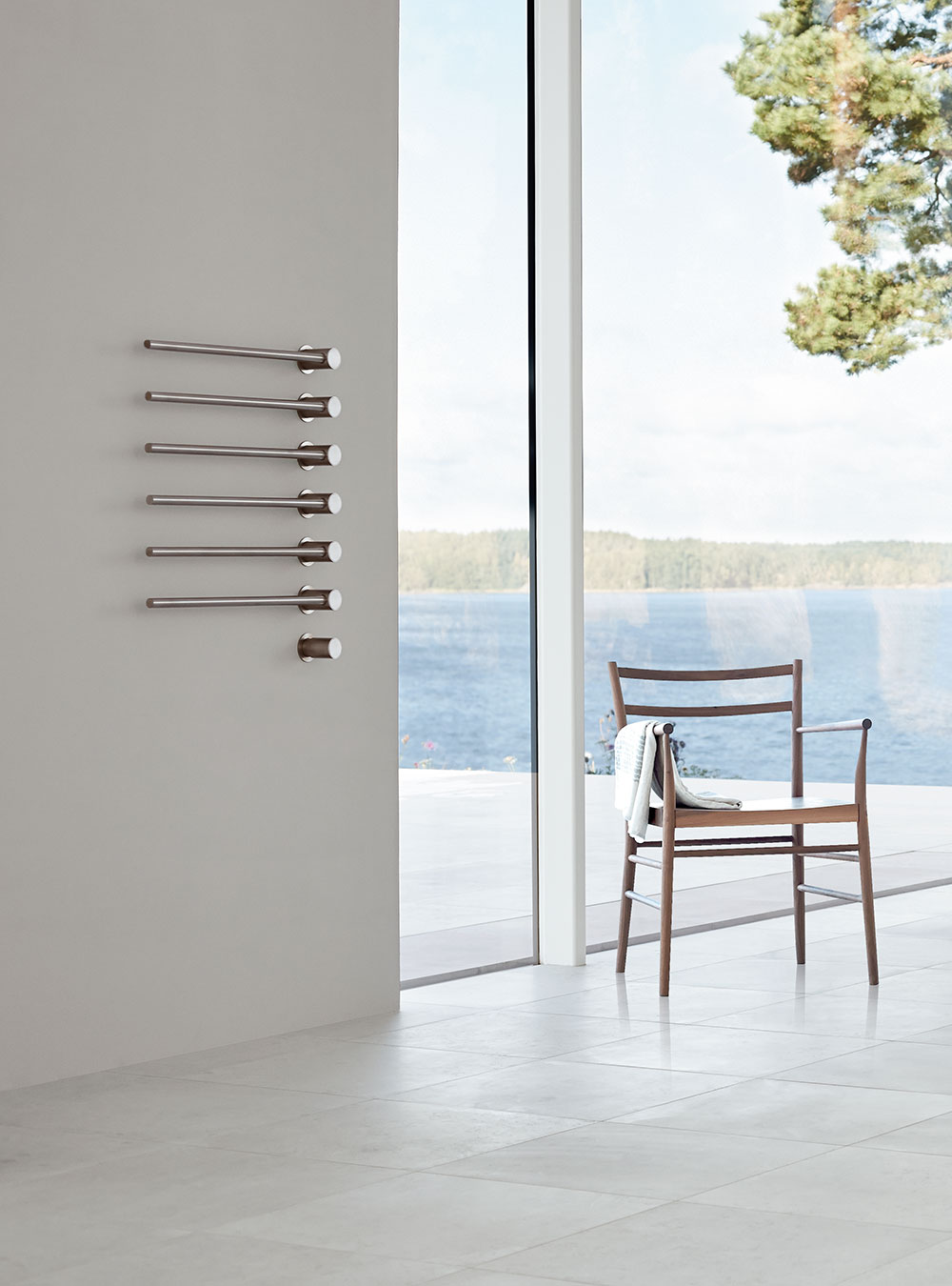 T39EL: Build-in modular electric heated towel rail for individual design solutions.A modular system of b...