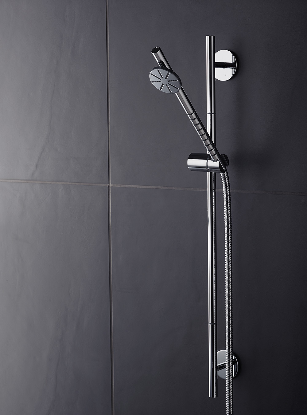 T65: Shower rail (Standard length 700 mm) with hand shower and hose T60.
